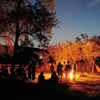 FOC DE TABARA - Penteu mine confort insemna: comuniune, caldura si lumina